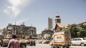 """驾驶在孟买街道上在""""Crawford Market†附近 库存照片"""