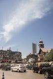 """驾驶在孟买街道上在""""Crawford Market†附近 免版税库存照片"""