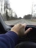 驾驶在柏油路的一辆汽车 图库摄影