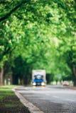 驾驶在柏油路的卡车的被弄脏的图象 免版税库存照片