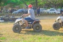 驾驶在泰国跑马场的ATV 免版税库存照片