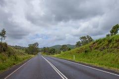 驾驶在空的路澳大利亚 免版税库存照片