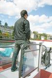 驾驶在美好的横向的人一条小船 库存图片