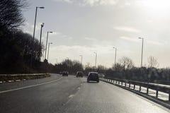 驾驶在英国的机动车路 库存图片