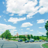 驾驶在街道上在Maryville,田纳西 库存照片