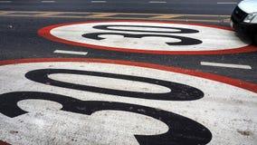 驾驶在路油漆标志极限30km的卡车 免版税库存照片