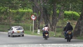 驾驶在路的汽车和摩托车 库存照片