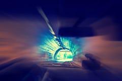 驾驶在隧道的一辆汽车 免版税库存图片