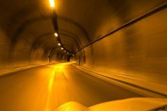 驾驶在隧道 库存照片