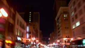 驾驶夜背面图的波特兰市 股票录像