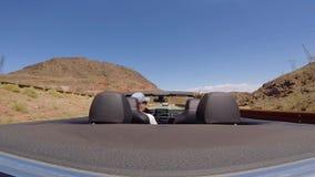 驾驶汽车在沙漠 股票视频
