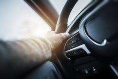 驾驶汽车方向盘 免版税库存图片