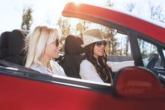 驾驶汽车的妇女 免版税图库摄影