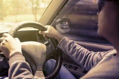 驾驶汽车的年轻亚裔人 库存照片