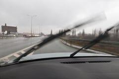 驾驶汽车的恶劣天气 库存照片