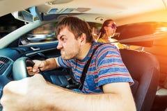 驾驶汽车的恼怒的人 库存照片