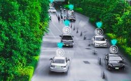 驾驶汽车,人工智能系统的聪明的自已的未来派路天才,查出对象,改变的错误车道汽车 库存图片