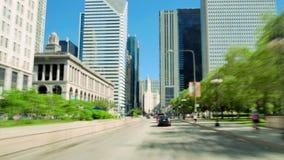 驾驶沿在芝加哥照相机汽车时间间隔的金黄英里 股票录像