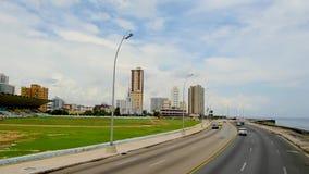 驾驶沿沿海洋的散步在古巴市哈瓦那 股票录像