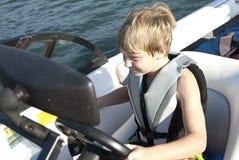 驾驶滑雪的小船男孩 免版税库存照片
