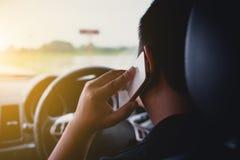 驾驶电话 免版税库存照片