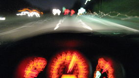 驾驶的高速公路+测量仪(定期流逝) 库存照片