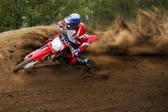 驾驶种族摩托车的摩托车越野赛 库存照片