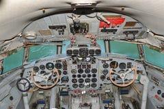 驾驶舱伊柳申IL 18 免版税库存照片