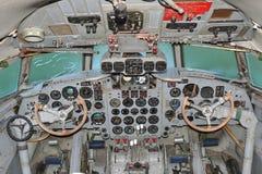 驾驶舱伊柳申IL 18 免版税库存图片