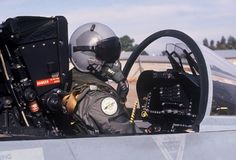 驾驶舱F-18航空器的空军飞行员 免版税库存照片