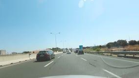 驾驶通过在城市和高速公路,意大利的强烈的交通的4k POV timelapse 股票录像