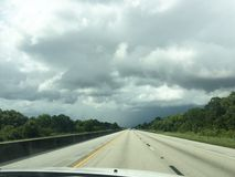 驾驶高速公路 免版税库存照片