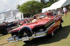 驾驶经典的Edsel  免版税库存照片