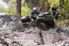 驾驶ATV的极端 库存图片