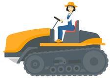 驾驶catepillar拖拉机的农夫 免版税图库摄影