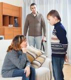 责骂儿子的父母在家 库存图片