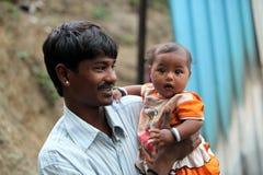 骄傲的印地安父亲 库存照片