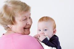 骄傲的祖母 免版税库存图片