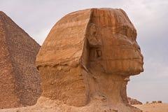 骆驼的游人在hatshepsut Egyptqueen,寺庙的废墟 免版税图库摄影
