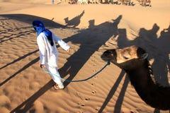 骆驼骑马 库存图片