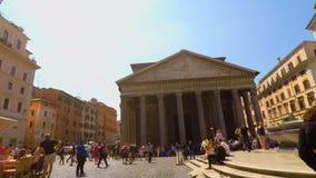 骑在万神殿前面的一辆自行车在罗马pov FDV 股票录像