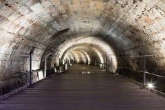 骑士修造的地下隧道Templar,通过在堡垒下在老城英亩在以色列 免版税库存照片