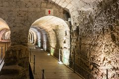 骑士修造的地下隧道Templar,通过在堡垒下在老城英亩在以色列 免版税库存图片