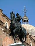骑士在马背上,雕象在威尼斯 免版税库存图片