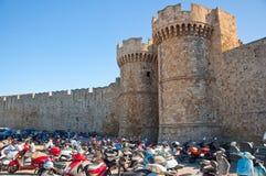 骑士大师宫殿在中世纪镇。 免版税库存图片
