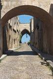 骑士希腊的中世纪大道。Rhodos海岛。 免版税库存照片