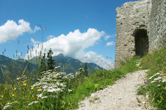 骑士段落在阿尔卑斯 库存照片