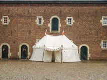 骑士的大门罩在Kasteel Hoensbroek 免版税库存照片