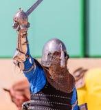 骑士-参加者在骑士节日在争斗前欢迎观众在戈伦公园在以色列 库存照片