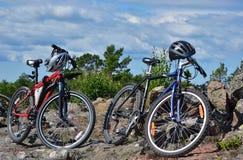 骑自行车乡下山 免版税库存图片